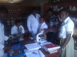 2014.10.01 Students in the Science Lab